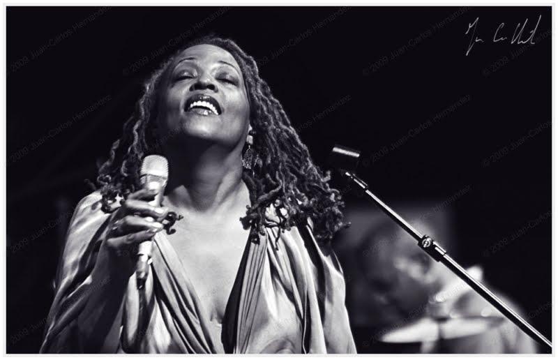 IMG_1623 cassandra wilson victoria hall jazz singer juan carlos hernandez 10112009