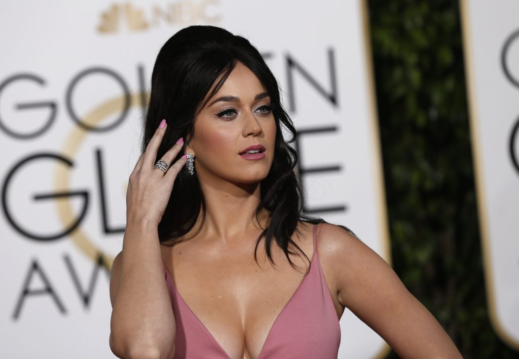 Singer Katy Perry arrives at the 73rd Golden Globe Awards in Beverly Hills, California January 10, 2016. REUTERS/Mario Anzuoni - RTX21RXY