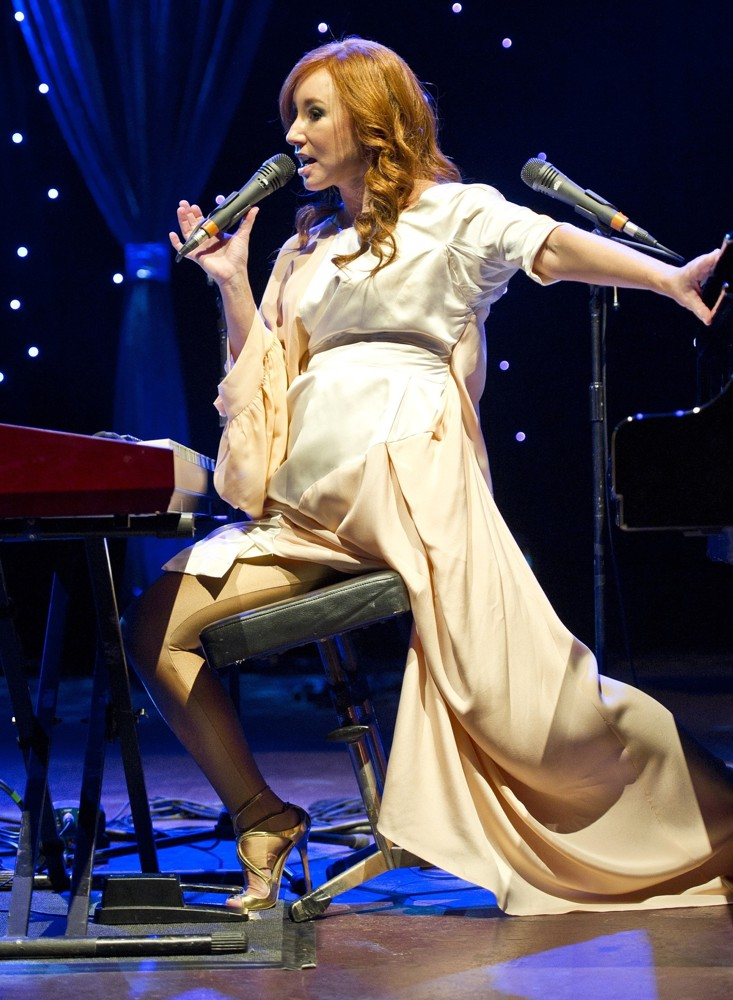tori-amos-performs-live-at-royal-albert-hall-03