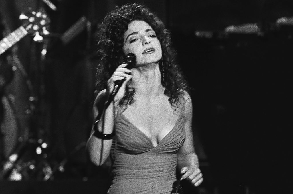 THE TONIGHT SHOW STARRING JOHNNY CARSON -- Pictured: Musical guest Gloria Estefan performs on July 18, 1991 -- (Photo by: Wendy Perl/NBC/NBCU Photo Bank via Getty Images)