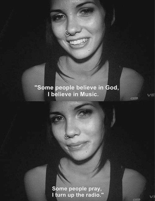 cuando quiero rezar pongo la radio