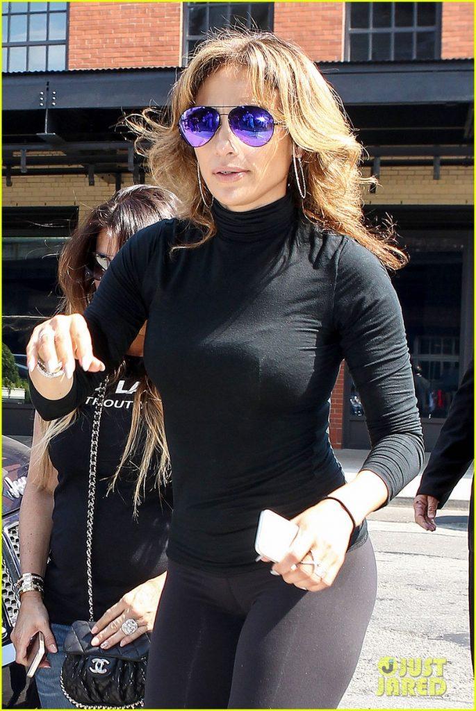 jennifer-lopez-flaunts-her-best-assets-in-nyc-18