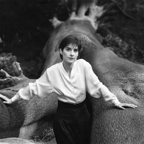 enya-photographed-in-hampstead-heathlondon-in-1987-sheila-rock